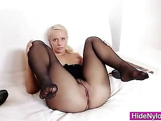 Lilith Lee nylons legs and feet